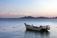 Solnedgång över en hamn Fotografering för Bildbyråer