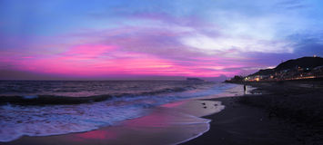 Solnedgång över en strand nära från Tokyo i Japan Fotografering för Bildbyråer