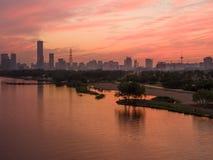 Solnedgång över floden Royaltyfria Bilder