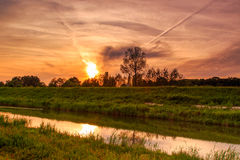 Solnedgång över floden Demer Royaltyfri Bild