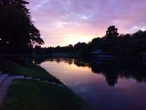 Solnedgång över flodkwaien Arkivbilder
