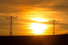 Solnedgång över flygplatslandningsbana Fotografering för Bildbyråer