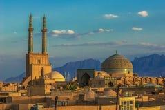 Solnedgång över forntida stad av Yazd, Iran Royaltyfri Bild