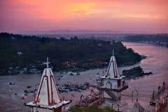 Solnedgång över Ganges River royaltyfria bilder
