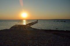 Solnedgång över golfen Arkivbilder