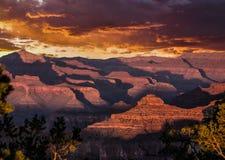 Solnedgång över grandet Canyon royaltyfria bilder