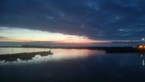Solnedgång över hamnen, Timaru södra ö royaltyfri foto