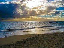 solnedgång över havet, ö av Maui, Hawaii Royaltyfri Bild