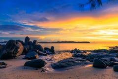 Solnedgång över havet Royaltyfria Bilder