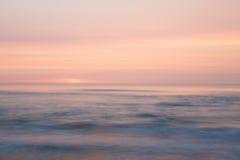 Solnedgång över havet Arkivfoto