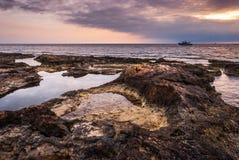 Solnedgång över havet royaltyfri bild