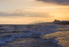 Solnedgång över havet i Hainan Fotografering för Bildbyråer