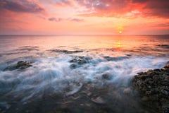 Solnedgång över havet i Kreta, Grekland Arkivbild