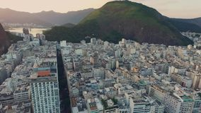 Solnedgång över havet i Rio da Janeiro arkivfilmer