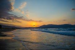 Solnedgång över havet på ön av Kreta Royaltyfria Bilder