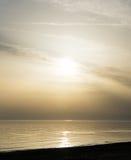Solnedgång över havsstrandtapeten Royaltyfri Fotografi
