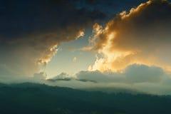Solnedgång över Himalayan berg, Sikkim, Indien Arkivfoton