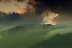 Solnedgång över Himalayan berg, Sikkim, Indien Royaltyfri Foto