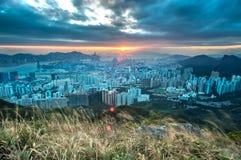 Solnedgång över Hong Kong som sett från det Kowloon maximumet Royaltyfri Fotografi