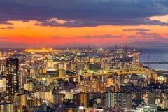 Solnedgång över i stadens centrum flyg- sikt för Osaka stad från Umeda himmelbyggande Arkivfoto