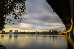 Solnedgång över i stadens centrum Umea, Sverige Royaltyfria Foton