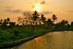 Solnedgång över kanalen Royaltyfri Bild