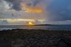 Solnedgång över krabbaön royaltyfria bilder