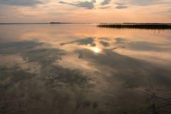 Solnedgång över laken Fotografering för Bildbyråer
