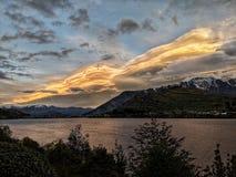 Solnedgång över laken Wakatipu arkivbilder