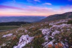 Solnedgång över Madonie berg, Sicilien, Italien Royaltyfri Bild