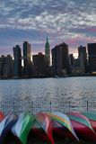 Solnedgång över Manhattan horisont Royaltyfria Bilder