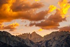 Solnedgång över Mount Whitney Arkivbilder