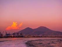 Solnedgång över Mountet Vesuvius Arkivbild