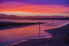 Solnedgång över Nesna sjön arkivbilder