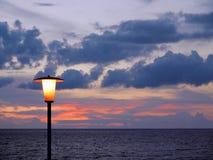 Solnedgång över ozean Arkivfoto