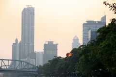 Solnedgång över Pearl River Sommartidafton i Guangzhou Arkivbild