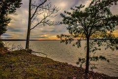 Solnedg?ng ?ver Potomacet River fotografering för bildbyråer