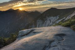 Solnedgång över pyramidmaximum i de Adirondack bergen arkivfoto