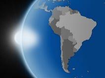 Solnedgång över söder - amerikansk kontinent från utrymme royaltyfri illustrationer