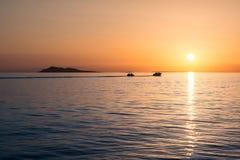 Solnedgång över sjöalakol kazakhstan Arkivfoton