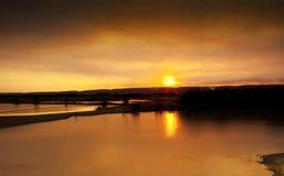 Solnedgång över sjöar Royaltyfria Bilder