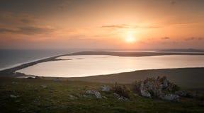 Solnedgång över sjöarna Arkivbilder