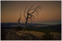 Solnedgång över sjöarna i patagonia royaltyfria foton