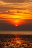 Solnedgång över sjön Fotografering för Bildbyråer