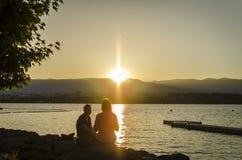 Solnedgång över sjön av Genève Arkivbilder