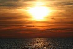 Solnedgång över sjön MI Arkivfoton