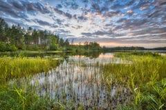 Solnedgång över sjön Nordvattnet i Hokensas naturreserv royaltyfria bilder