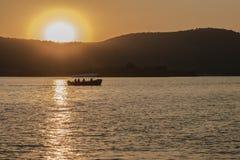 Solnedgång över sjön Pichola Arkivfoto