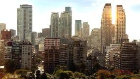 Solnedgång över skyskraporna av Buenos Aires stock video