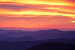 Solnedgång över Smokiesen fotografering för bildbyråer